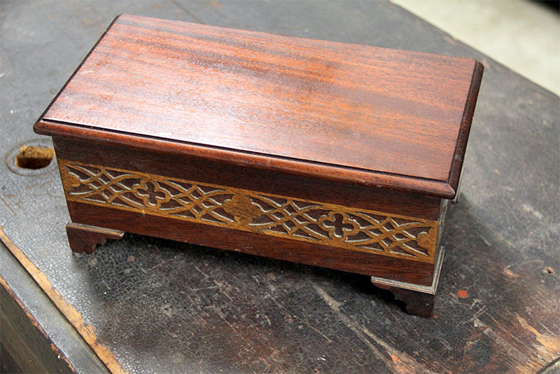 Mahogany Small Box with Inlay – SC02